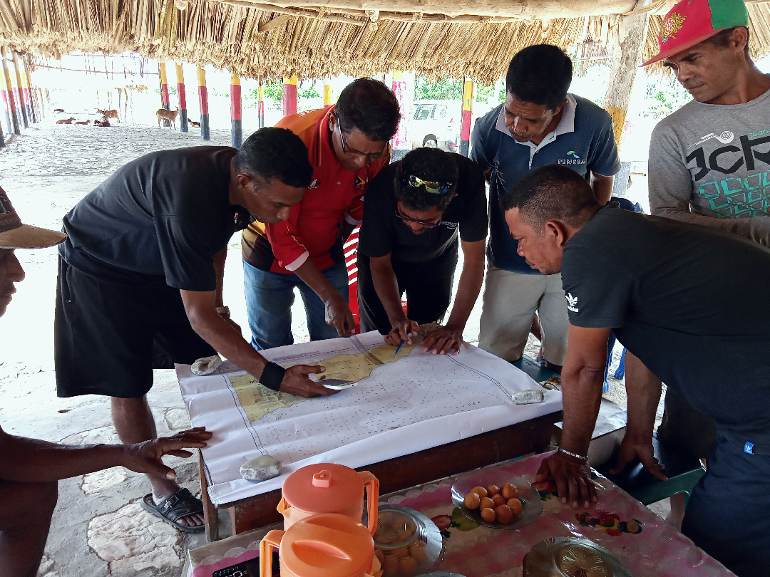 Collecting information of fishing grounds with local fishers in Manufahi Municipality.